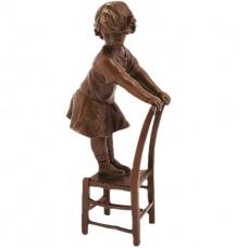 Dievča na stoličke