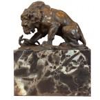 Bronzová socha leva